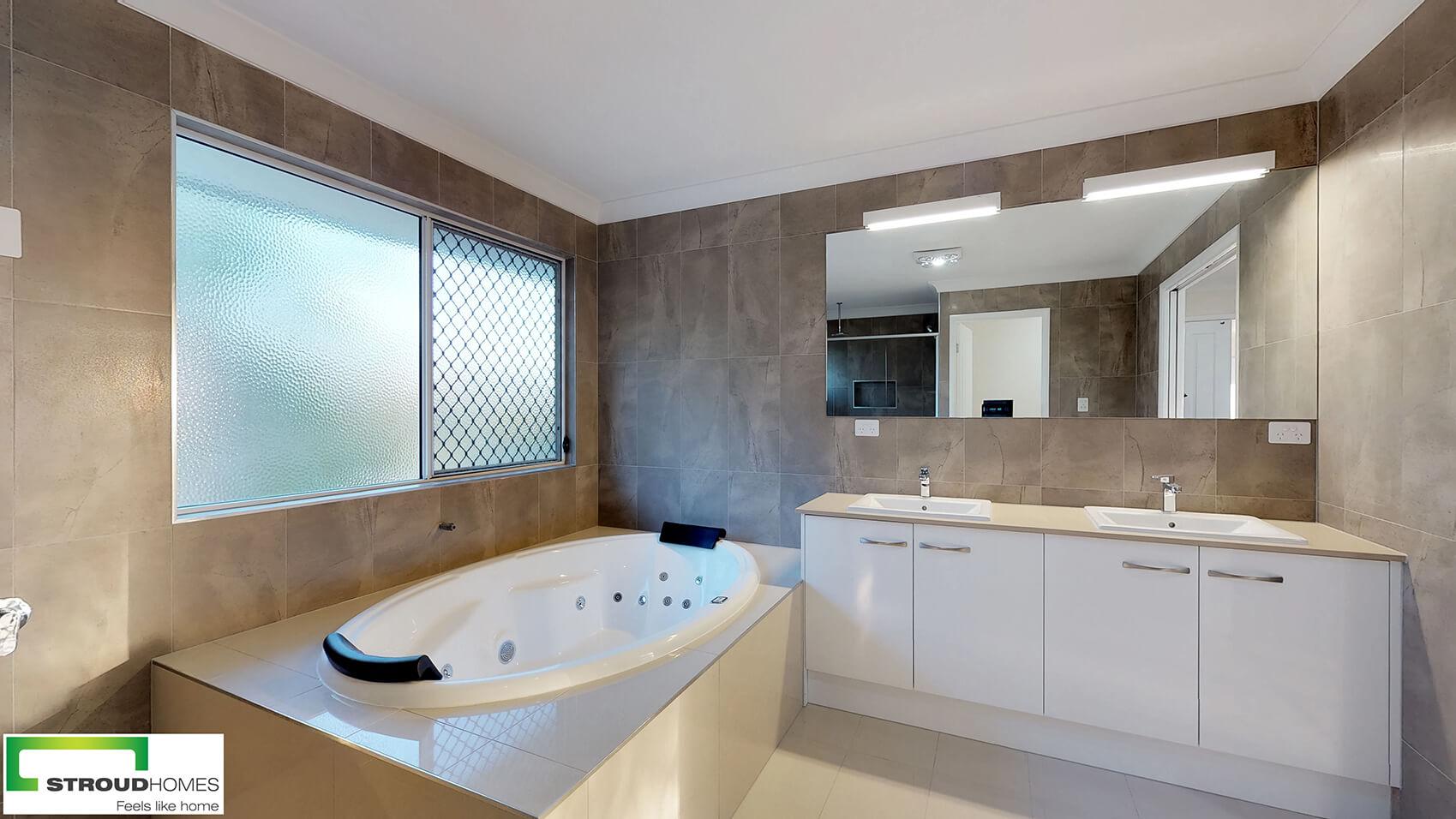 Kirra 330 bathroom